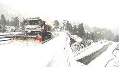 Nieve en una carretera.