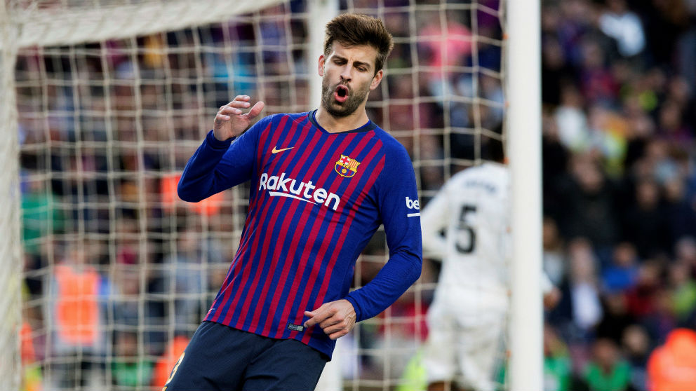 Gerard Pique se lamenta tras fallar una ocasión en el Barcelona – Real Madrid. (EFE)