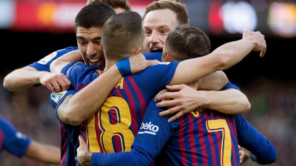 El Barcelona celebra uno de los cinco tantos ante el Real Madrid. (Efe)