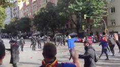 Enfrentamiento entre los Mossos y aficionados del Barcelona antes de Clásico.