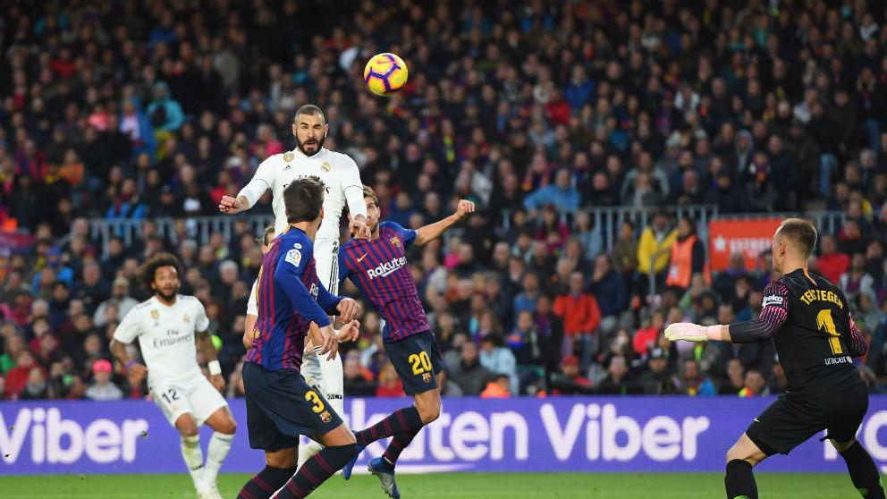 Benzema falla un gol.