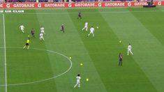 Varios globos de los independentistas cayeron en el césped del Camp Nou durante el Barcelona – Real Madrid.