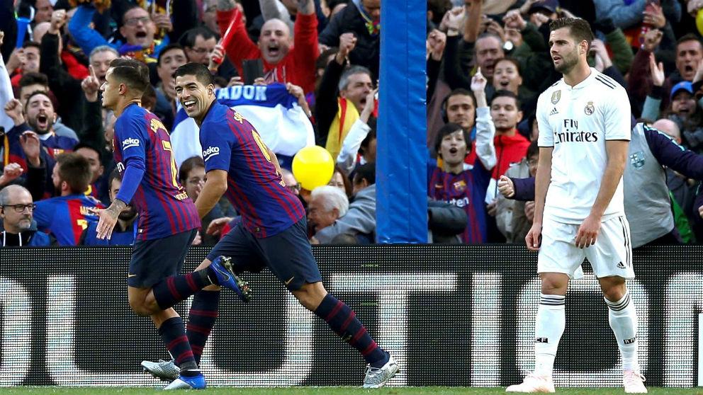 Suárez y Coutinho celebran el segundo gol del Barcelona en el Clásico