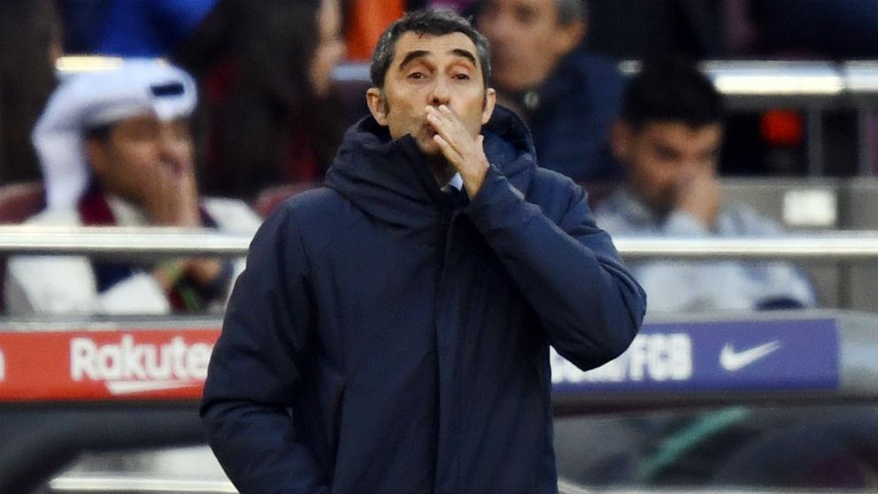 Ernesto Valverde da órdenes durante el Barcelona – Real Madrid. (Getty)
