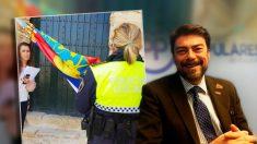 Luis Barcala, alcalde de Alicante, y el agente municipal con las banderas española y valenciana