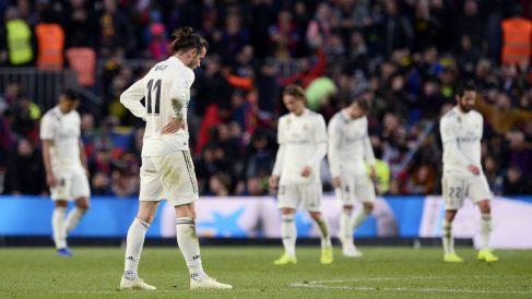 La plantilla del Real Madrid está abatida tras la derrota en el Camp Nou (AFP).
