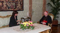 La vicepresidenta del Gobierno, Carmen Calvo, con el secretario de Estado del Vaticano, Pietro Parolin