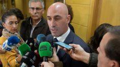 Luis Rubiales atiende a los medios de comunicación. (EFE)
