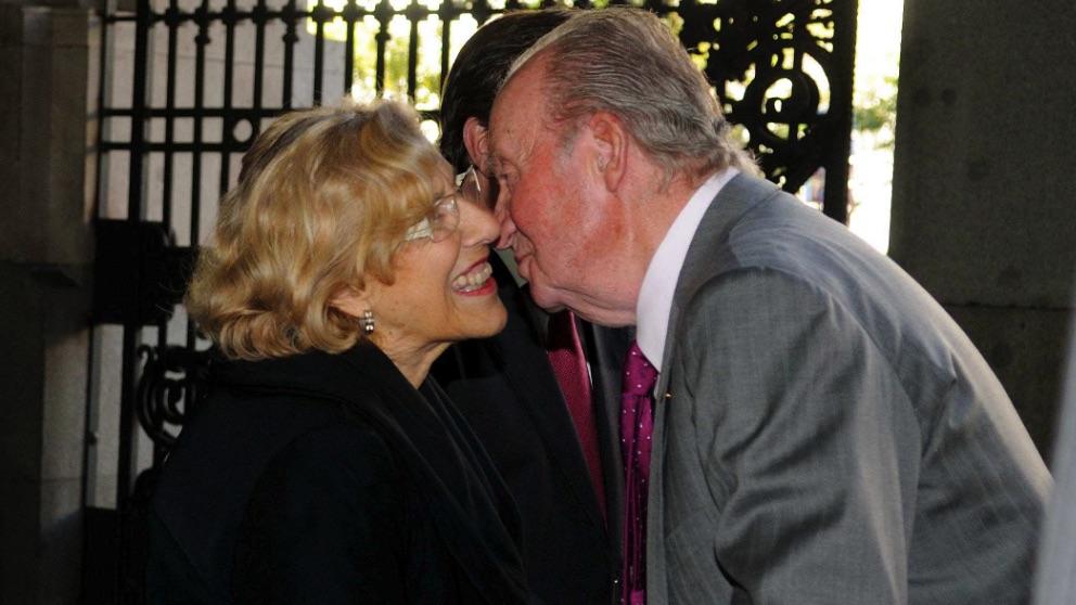Manuela Carmena con el Rey Juan Carlos. (Foto. Madrid)