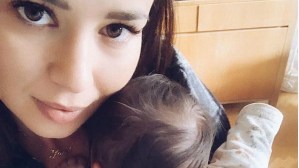 Dafne Fernández desesperada por los llantos de su bebé en el coche
