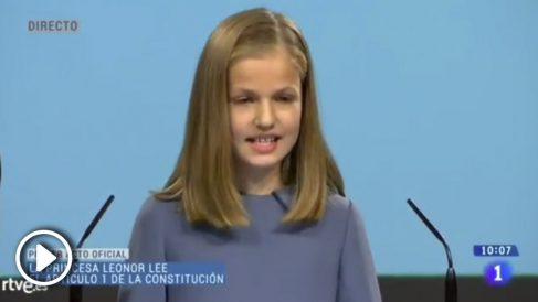 La princesa Leonor leyendo el artículo 1 de la Constitución