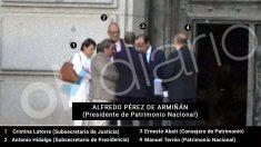 Alfredo Pérez de Armiñán, presidente de Patrimonio Nacional, es el hombre que está de espaldas en la imagen.