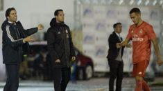 Solari da indicaciones en Melilla. (AFP)