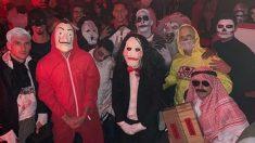 Rafinha, a la derecha disfrazado de terrorista en la fiesta de Halloween del Bayern de Múnich.