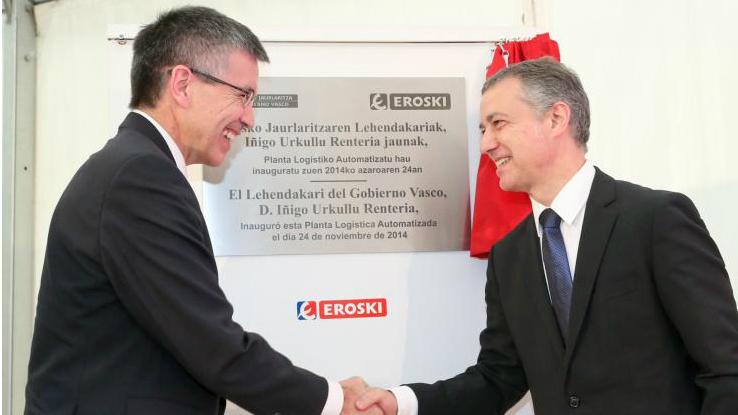 El presidente de Eroski, Agustín Markaide, saluda al de la Comunidad Autónoma Vasca, Íñigo Urkullu