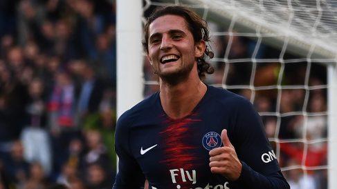 Adrien Rabiot celebra un gol con el PSG esta temporada. (AFP)