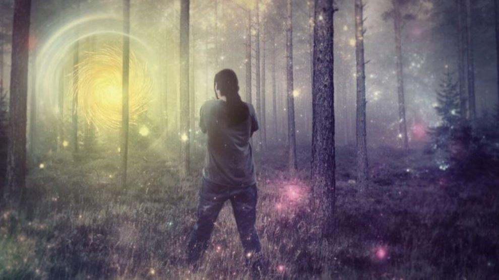 Una alucinación hipnagógica surge poco antes de iniciarse el sueño.