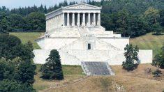 El templo de Valhalla es idéntico al Partenón griego.