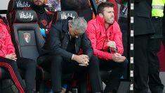 José Mourinho se lamenta durante el encuentro entre Bournemouth y Manchester United. (Getty)