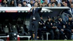 Santiago Solari da indicaciones durante el Real Madrid – Valladolid. (Getty)