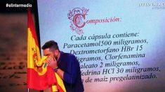 El actor Dani Mateo se suena los mocos con la bandera española en el programa «El Intermedio».
