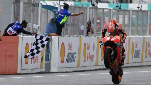 Márquez se llevó la victoria en Sepang. (AFP)