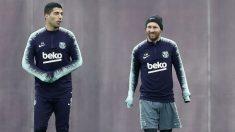 Messi y Suárez, durante un entrenamiento. (EFE)