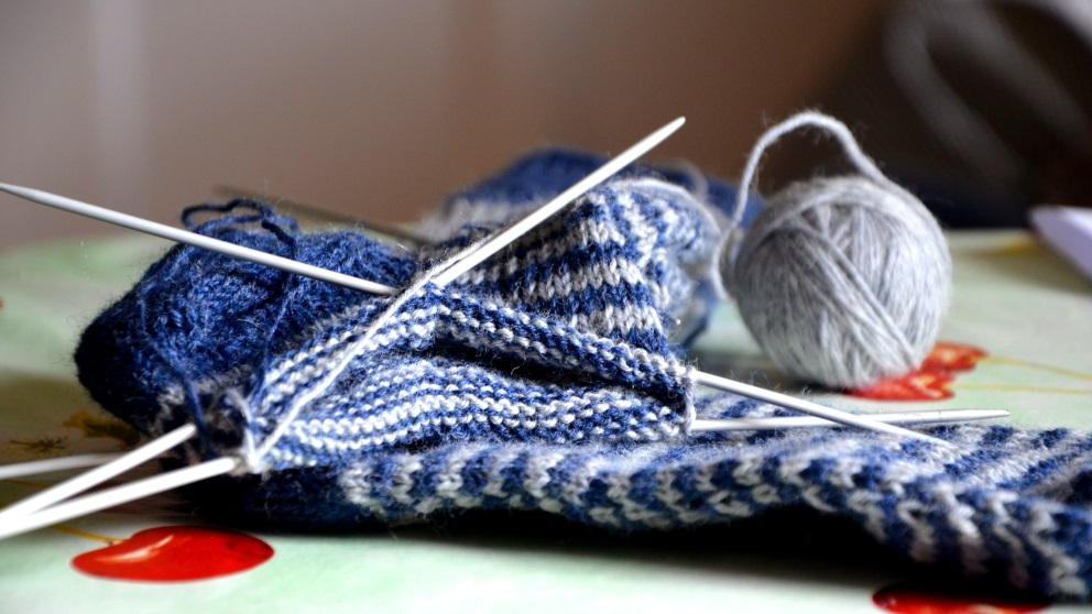 Tejer calcetines es muy recomendable cuando llega el frío