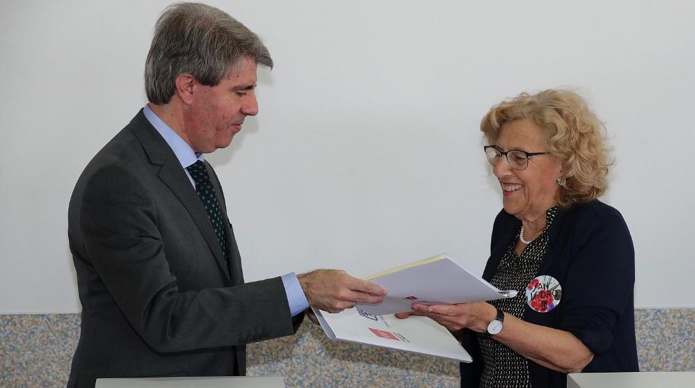 Ángel Garrido y Manuela Carmena, en imagen de archivo. (Foto. Comunidad)