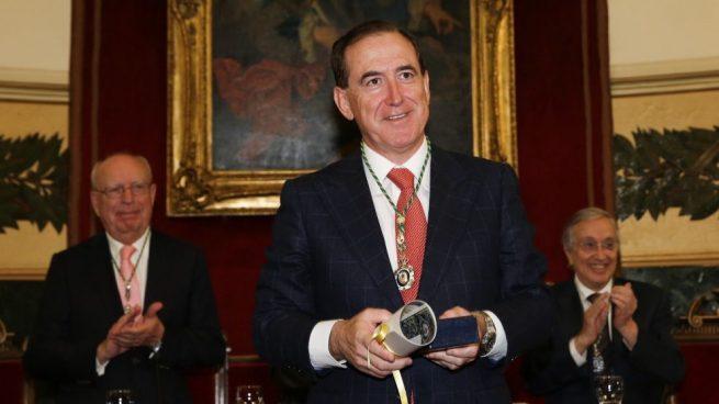 El presidente de Fundación Mapfre recibe la Medalla de Honor de la Real Academia Nacional de Medicina