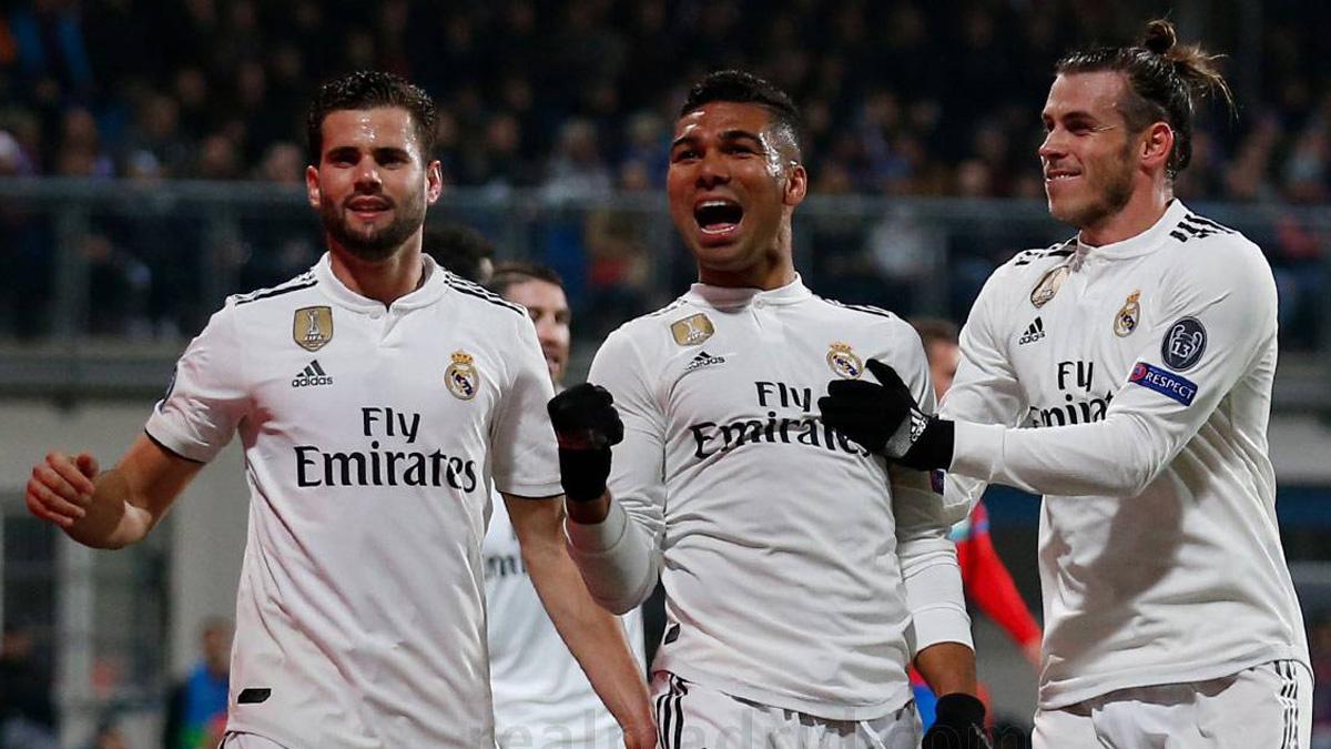 Nacho, Bale y Casemiro celebran el gol del brasileño.