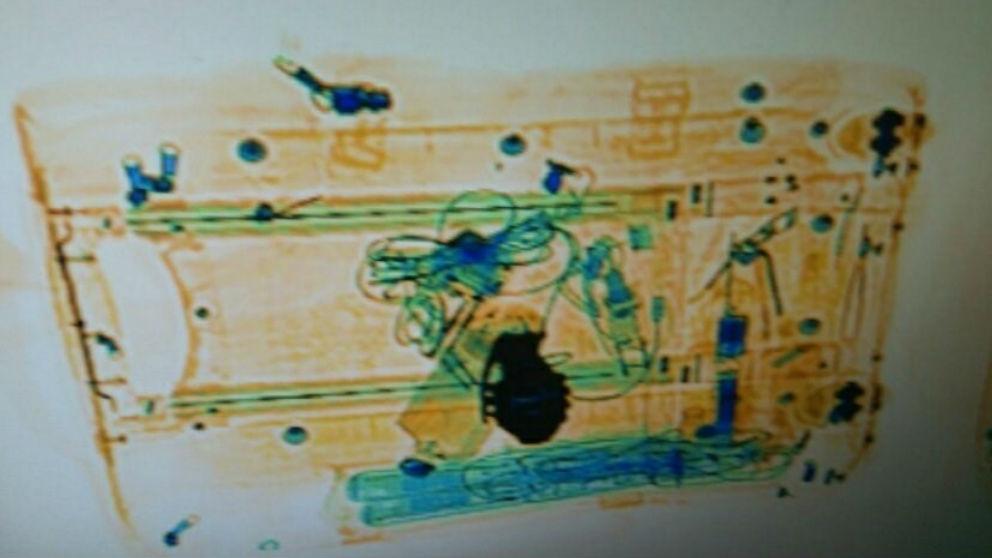 Escáner de la maleta de la viajera que llevaba el cinturón con la hebilla. Foto: Europa Press