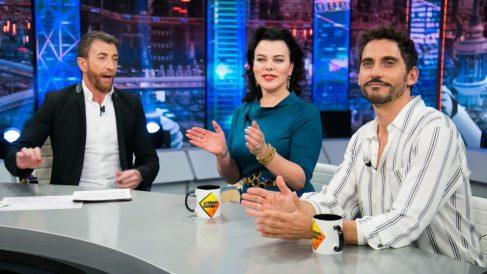 Paco León y Devi Mazar. anoche en 'El Hormiguero'