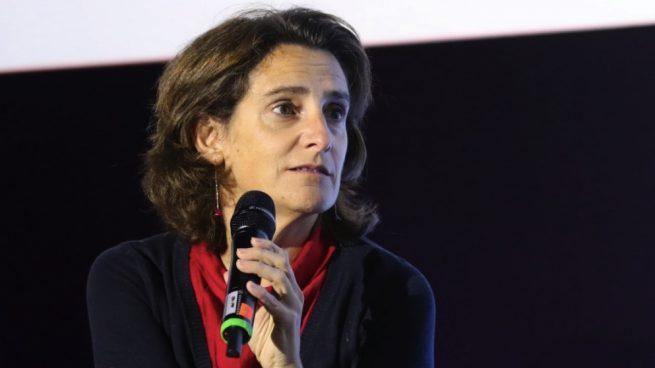 La ministra Ribera aconseja comprarse un coche híbrido: «Como no tengo enchufe en el garaje es lo que haría»