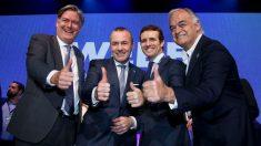 Pablo Casado, junto al candidato del PP europeo para presidir la Comisión, Manfred Weber. (Foto: PP)