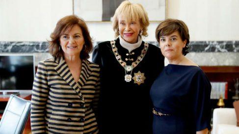 La vicepresidenta del Gobierno, Carmen Calvo, junto a las ex vicepresidentas del Gobierno Maria Teresa Fernández de la Vega, y Soraya Saénz de Santamaría, en la sede del Consejo de Estado (EFE).