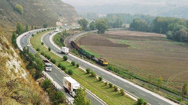 Los trabajadores de la autopista AP-1 secundan paros desde este viernes ante la supresión del peaje