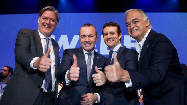 Casado cierra filas con el conservador alemán Manfred Weber para presidir la Comisión Europea