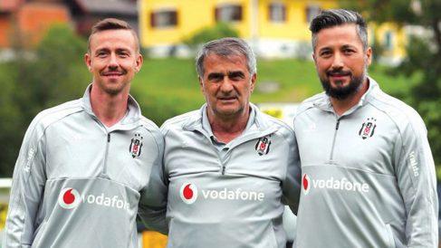 Guti, con el cuerpo técnico del Besiktas turco.