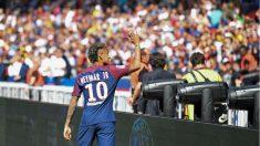 Neymar saluda a la afición en el Parque de los Príncipes. (AFP)