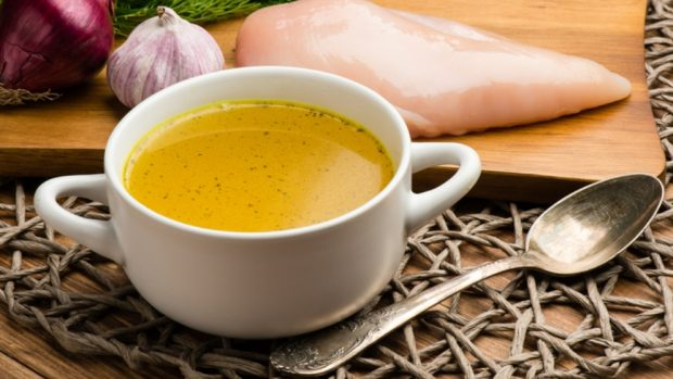 Receta de sopa de huevos y limón