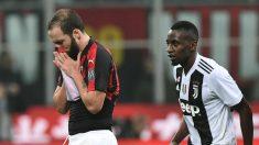 Higuaín, tras ser expulsado en el Milan-Juventus.