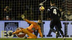 Sergio Ramos transforma el penalti ante el Celta. (AFP)