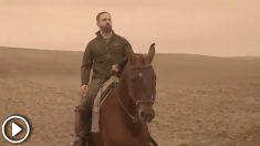 Santiago Abascal emula a Vladimir Putin montando a caballo en un vídeo de cara a las elecciones andaluzas