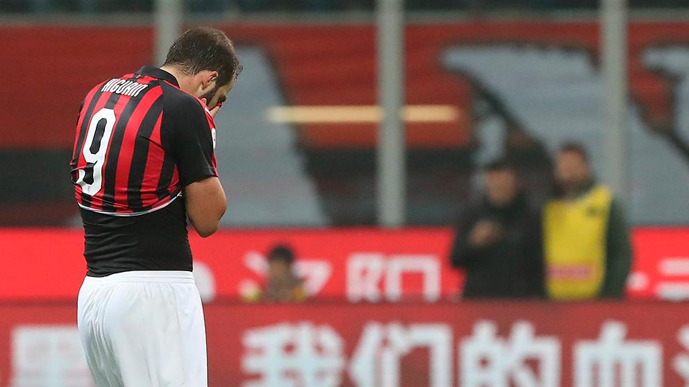 Gonzalo Higuaín, tras ver la roja en el Milán-Juventus. (Getty)