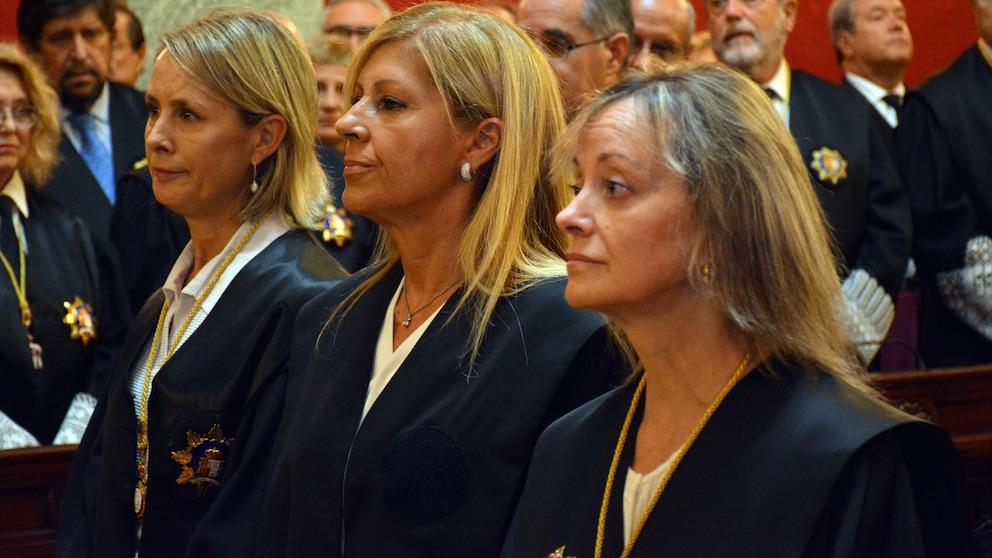 La magistrada del Tribunal Supremo, Susana Polo, en el centro de la imagen.