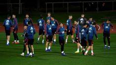 Los jugadores de la selección, en el entrenamiento. (EFE)
