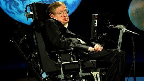 Se paga casi medio millón de dólares por la silla de Stephen Hawking
