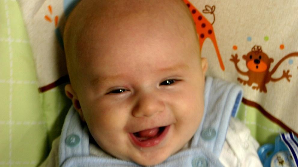 Los bebés ríen como primates