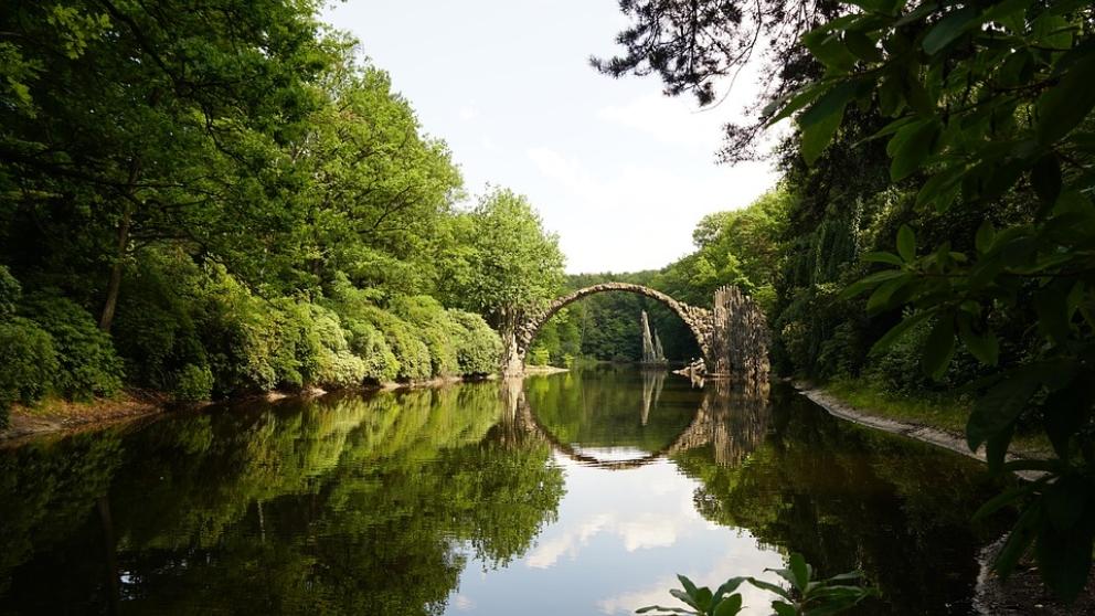 Puente de Rakotzbrücke, un puente de lo más especial.